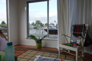 Amsterdam 2018 Hausboot Airbnb Wohnzimmer Ausblick Boote Wasser